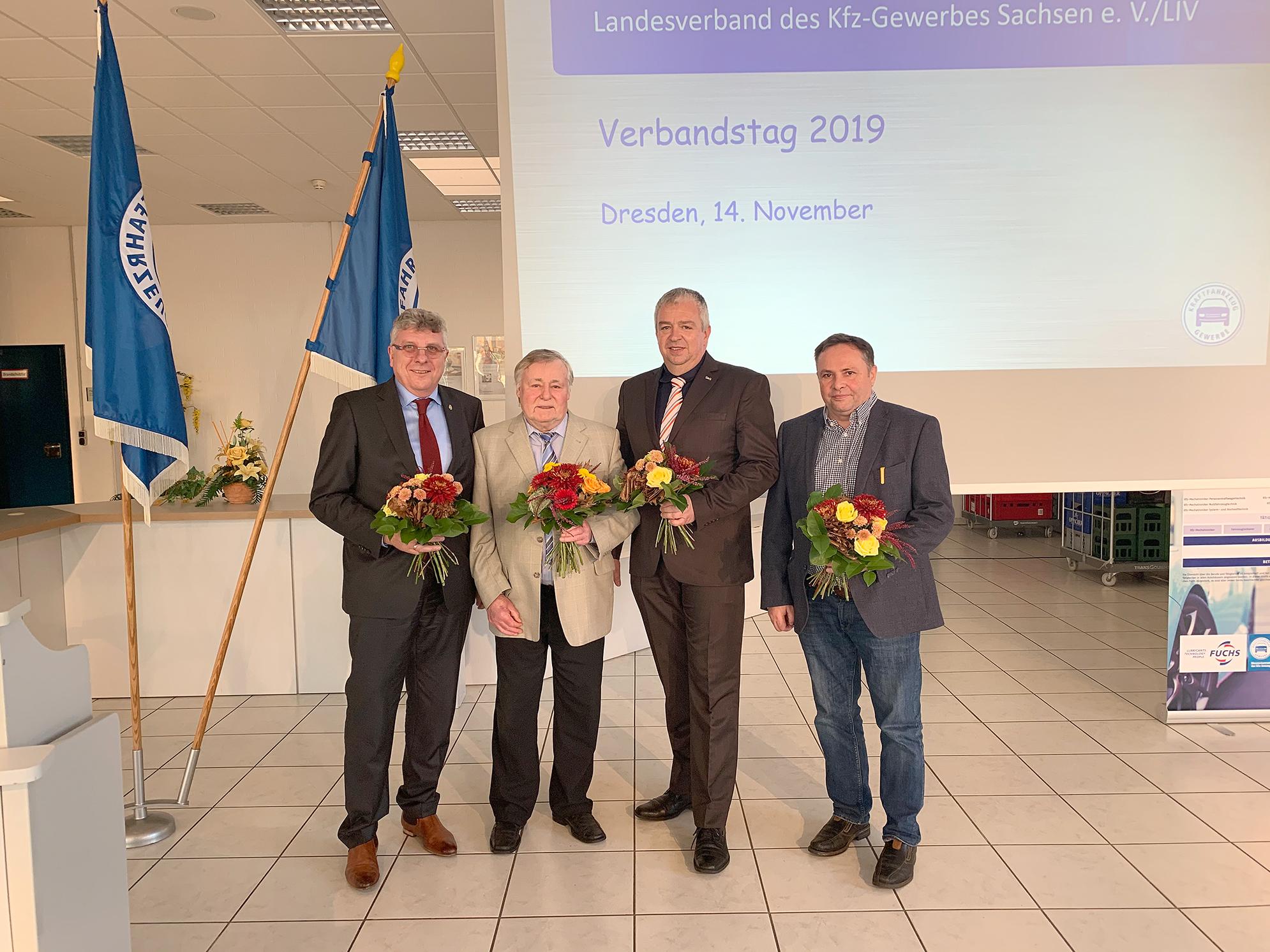 Wolfgang Seifert (2. v. l.) mit dem neugewählten Präsidenten Ralf Herrmannsdorf und den Vorstandsmitgliedern Michael Schneider und Henry Siebeneicher (v. l.)